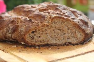 Pain à la farine de châtaigne et aux noix