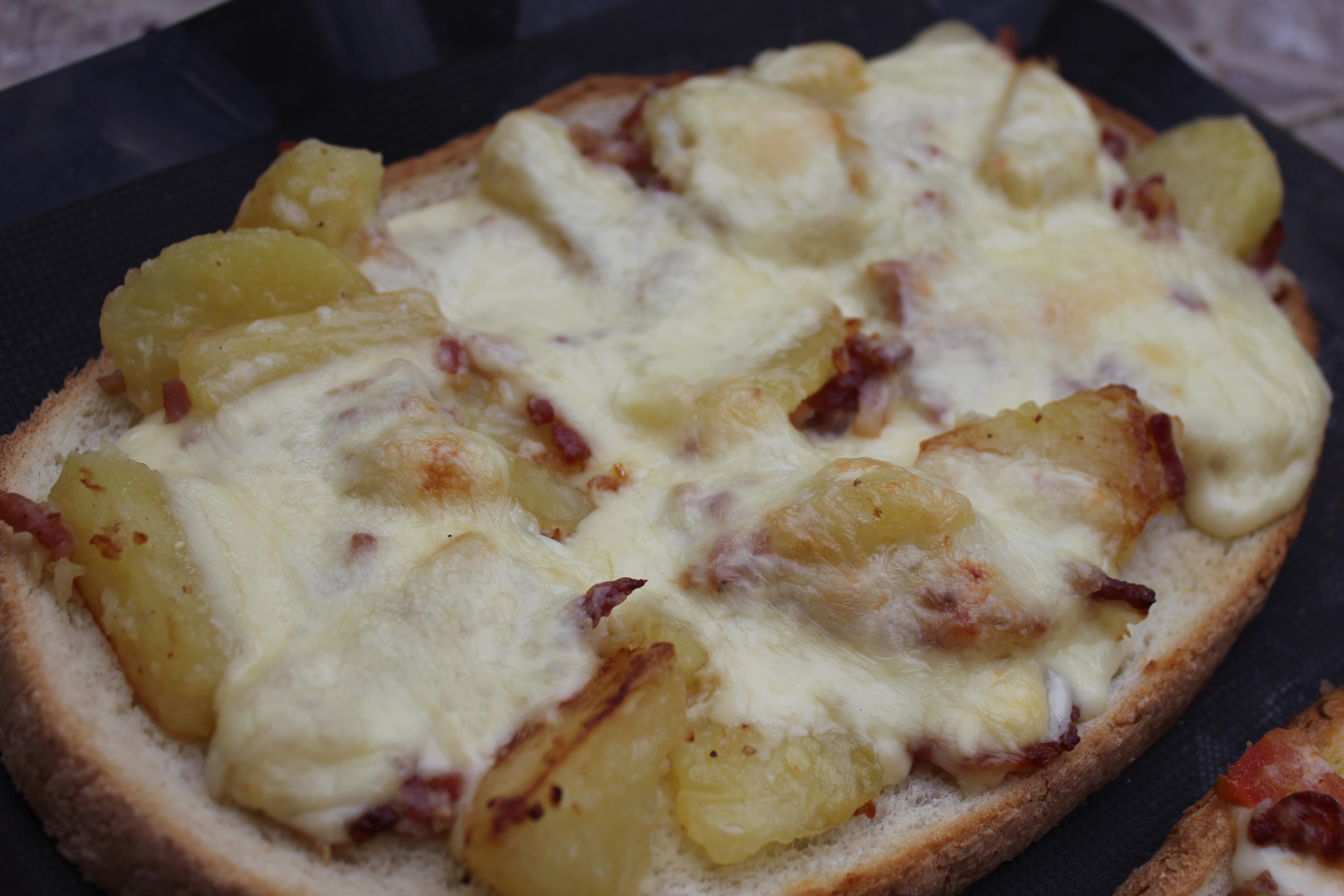 La bruschetta la raclette anne o fourneaux - Coupe fromage a raclette ...